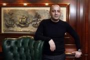Azərbaycanlı milyarder bütün kartları açdı