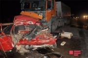 Sabirabadda minik və yük avtomobilləri toqquşub, 2 nəfər ölüb -YENİLƏNİB