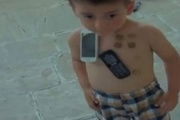 Salyanda qeyri-adi uşaq - VİDEO