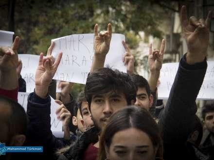 İranın Bakıdakı səfirliyinin qarşısında aksiya keçirildi - sәfirliyә tualet fırçası
