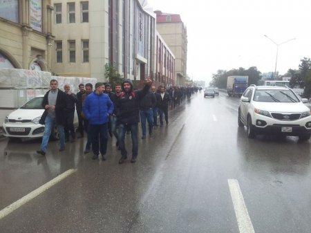 Bakıda etiraz yürüşü başlayıb, yüzlərlə insan küçələrə çıxdı – FOTO (YENİLƏNİB)