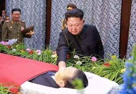Diktator ən yaxın dostu üçün ağladı