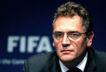 FİFA-nın keçmiş baş katibi 12 il futboldan uzaqlaşdırıldı