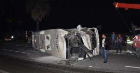 Azərbaycanda fəhlələri daşıyan mikroavtobus aşdı: yaralı var