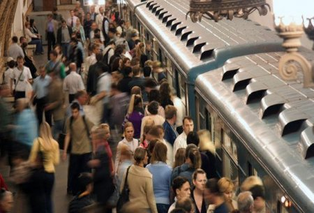 Metroda oğruluq edən qadın ələ keçdi
