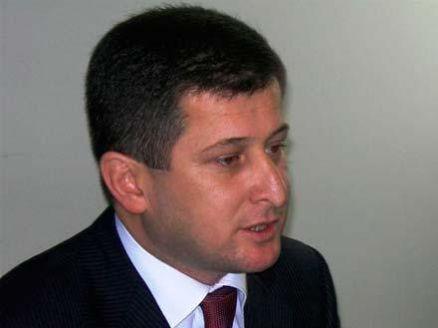 Kərəm Həsənov məmuru intihar həddinə çatdırdı - ittihamlı status