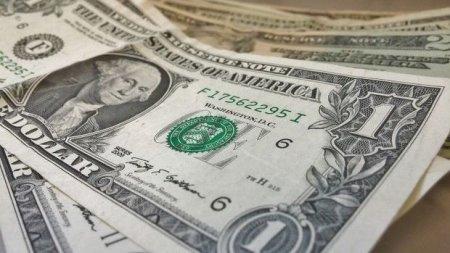 Banklar dolları 1,6 manatdan baha satır