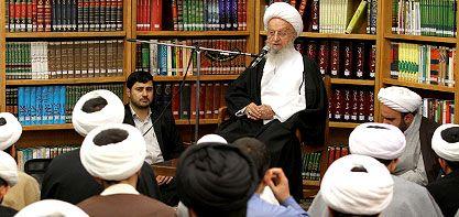 Ayətullah Məkarim Şirazi: Bu günkü dünyanın böyük bəlası, hətta BMT-yə belə nüfuz etmiş korrupsiyadır.
