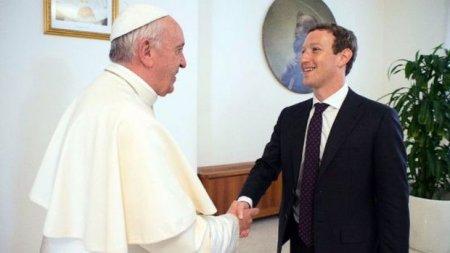 Zukerberq Roma papasına PUA bağışladı - FOTO