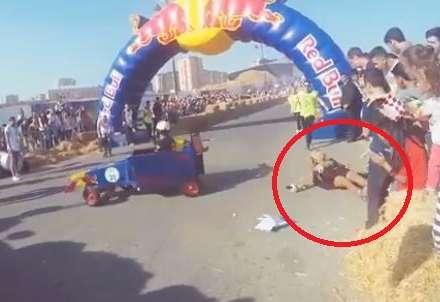 ATV-nin aparıcısını maşın vurdu - Video