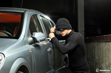 Bakıda qadın avtomobilin qapısını bağlamağı unutdu, başına iş gəldi