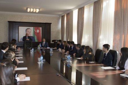 Nərimanov rayon gənclərinin Milli Məclisin deputatı, politoloq Rasim Musabəyovla görüşü keçirilib.