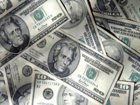 Banklar dollar satışnı dayandırdı - Qara bazarda kəskin bahalaşma