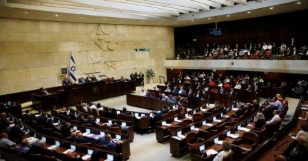 Deputat parlamentdə azan verdi