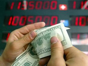 Banklar dollar satışını kəskin artırıb