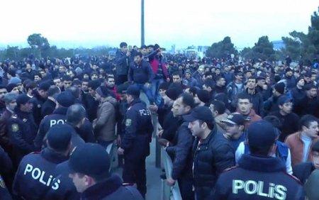 Biləsuvarda aksiya: 9 polis yaralandı, 35 nəfər həbs edildi