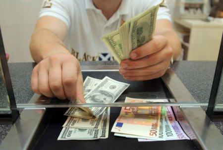 Dolları ən baha alan və ən ucuz satan banklar