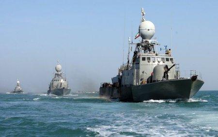ABŞ hərbi gəmisi İran katerlərinə atəş açıb