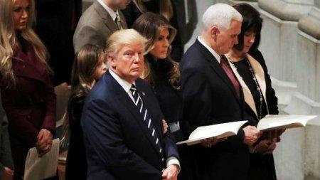 """Donald Tramp """"Quran"""" dinlədi – VİDEO"""