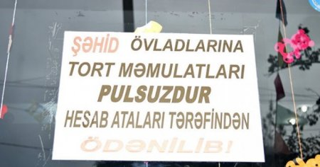 Ramin Əkbərli, şirniyyat dükanında şəhid ailələrinə xeyriyyə aksiyası keçirir  (FOTO)