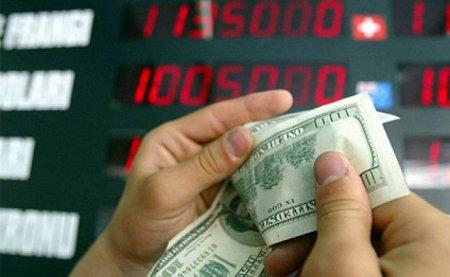 Banklarda dollar daha da bahalaşıb